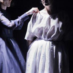 Madame De : Émancipation à travers l'histoire du vêtement